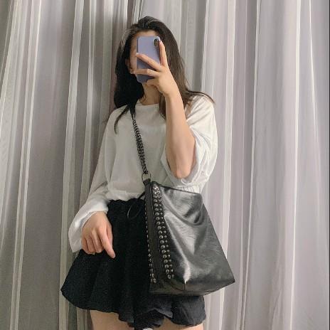 [SẴN - Loại 1 có clip so sánh] Túi tote da mềm đeo vai, đeo chéo đinh tán quai xích Hàn Quốc, vừa A4 - P025