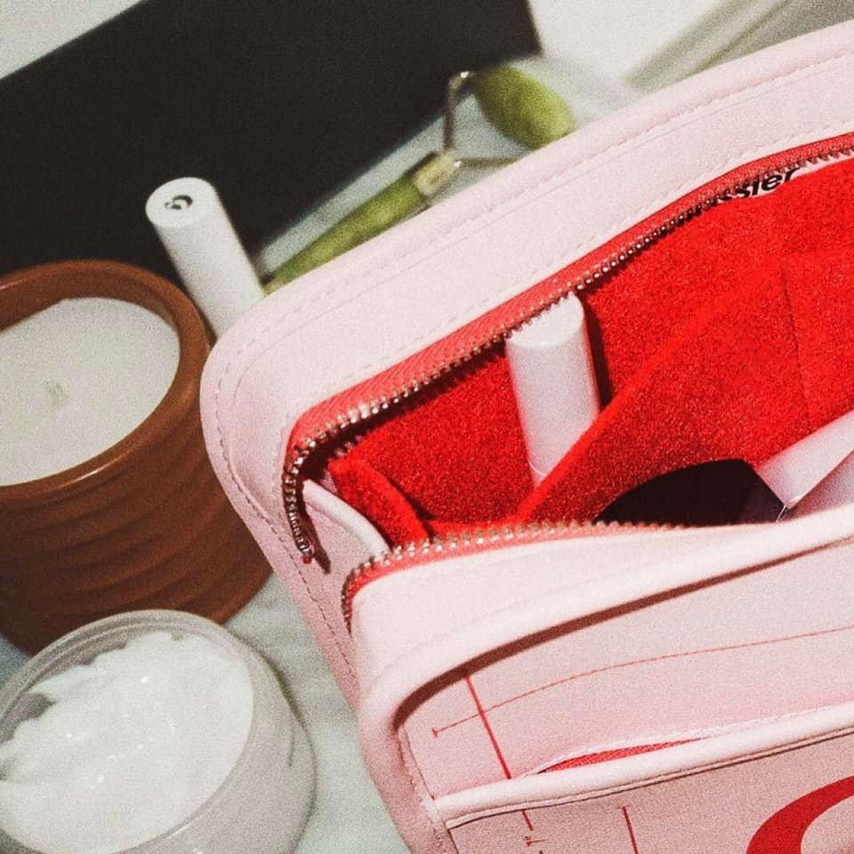 Túi đựng mỹ phẩm Makeup bag Glossier