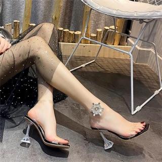 Giày sandal quai ngang trong hoa đá đính cổ chân cực chảnh luôn
