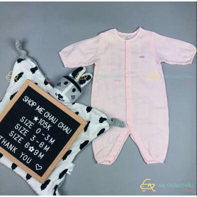 Combo Body xô newborn Nous hồng nhạt và 2 đôi bao tay 2 đôi bao chân