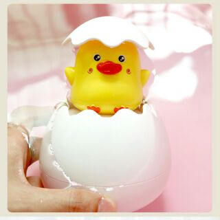 Trứng vịt tự nỡ khi tắm