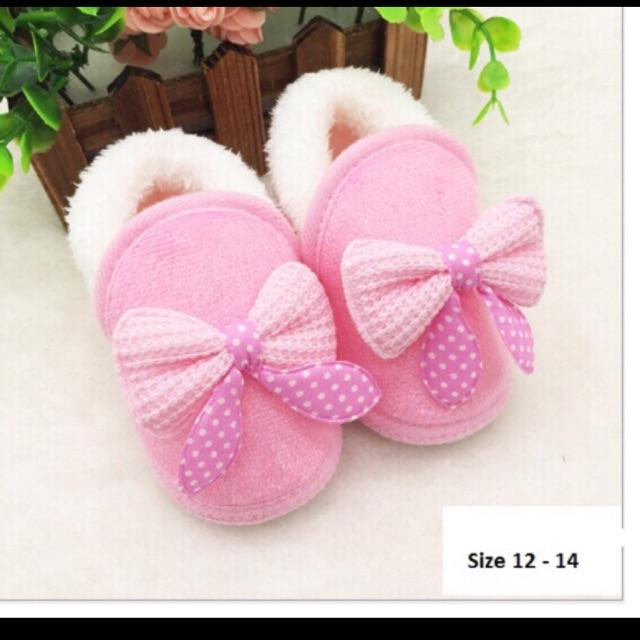 Giày nơ hồng lót lông cừu cho bé