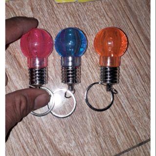 Set 3 cái móc khóa bóng đèn bằng nhựa có đèn Led 7 màu rất đẹp