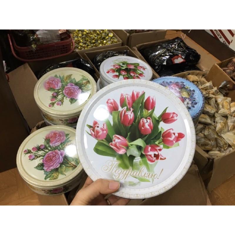 Bánh quy hộp sắt Nga 400gr hình hoa cực đẹp ( có hộp giấy bên ngoài )data 7/2022
