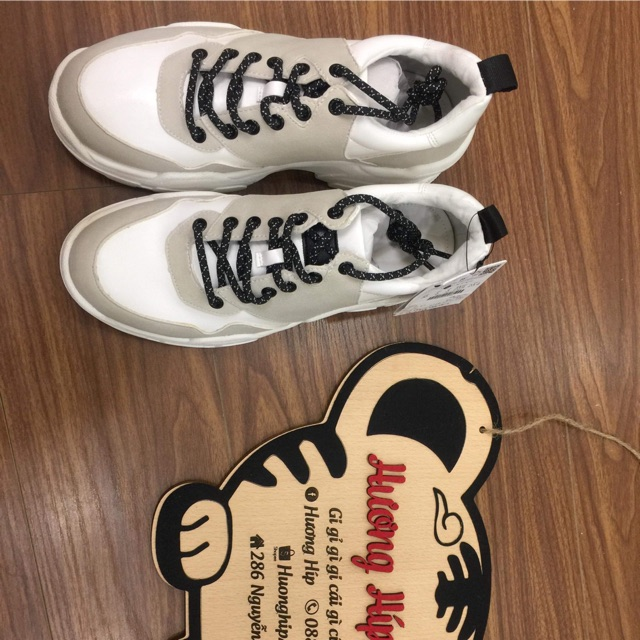 Giày Ngọc Lâm