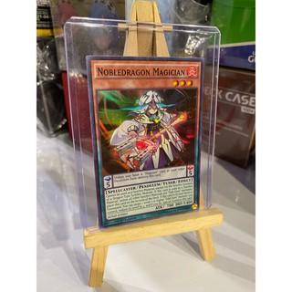 Lá bài thẻ bài Yugioh Nobledragon Magican – Super Rare – Tặng bọc bài nhựa bảo quản
