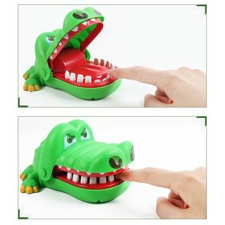 Đồ chơi cá sấu, cá mập, chó bull, khủng long cắn tay vui nhộn hên xui tìm người may mắn trong trò chơi
