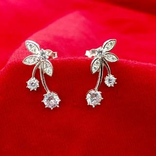 Bông tai nữ Bạc Quang Thản kiểu khuyên tai nụ đeo sát tai gắn đá cao cấp chất liệu bạc phong cách cá tính - QTBT25