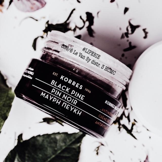 Kem dưỡng nâng da Korres Black Pine