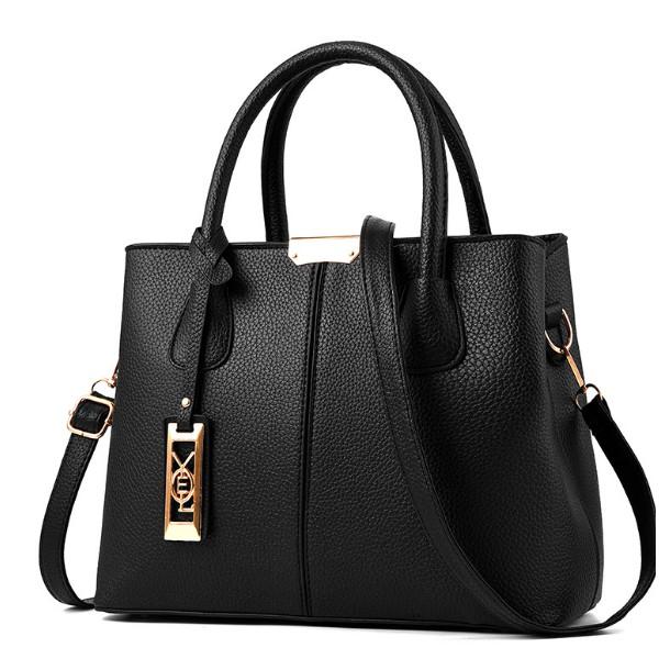 Túi xách nữ phom rộng phù hợp dạo phố và chị em công sở