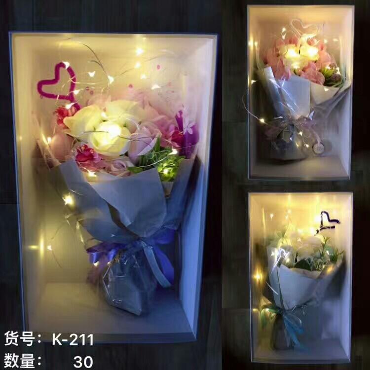 Bó hoa hồng sáp 11 bông kèm lá hoa điểm và đèn led