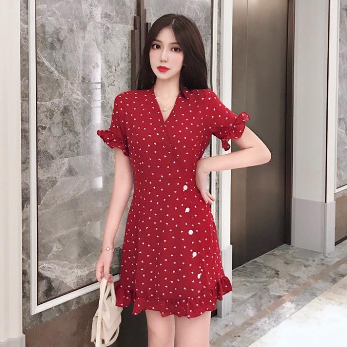 2019 ฤดูใบไม้ร่วงใหม่ของผู้หญิงใบบัวสีแดงผอมบางอารมณ์แฟชั่นการแต่งกายเสื้อแขนสั้น