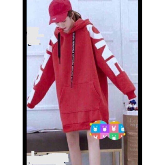 Váy đầm hoodie dài tay chữ màu đỏ