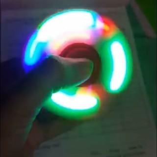 Con quay phát sáng xả stress spinner trên tay X148_T