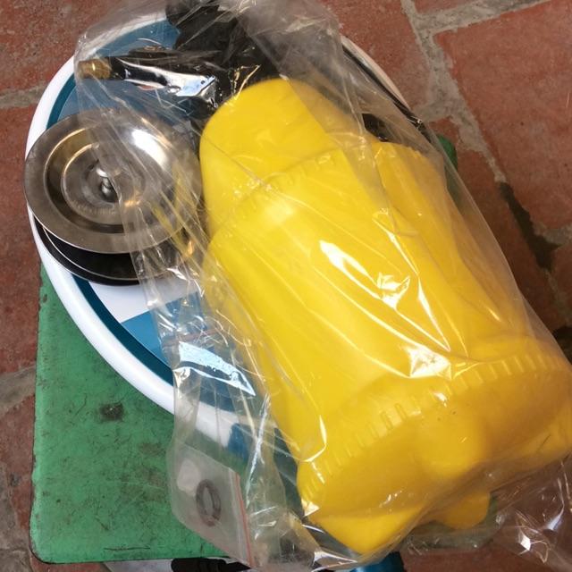 Combo bình xịt 2L + 10 đôi găng y tế + vợt + nắp rửa bát - 3430866 , 999048053 , 322_999048053 , 202000 , Combo-binh-xit-2L-10-doi-gang-y-te-vot-nap-rua-bat-322_999048053 , shopee.vn , Combo bình xịt 2L + 10 đôi găng y tế + vợt + nắp rửa bát