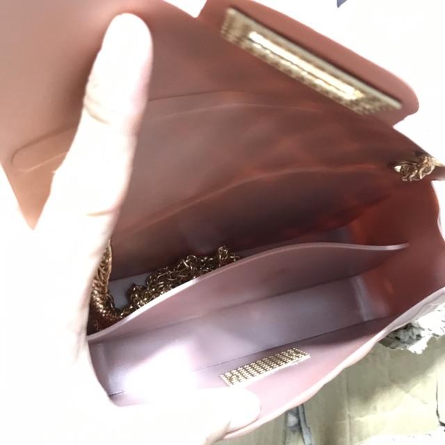 Túi đeo chéo silicon nhựa hàng QC cầm nặng tay