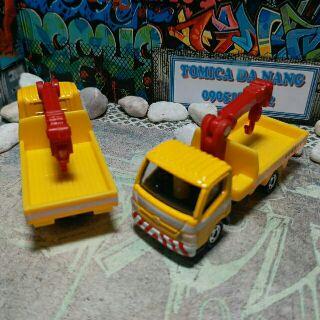 Tomica công trình – Xe tải vàng cẩu đỏ