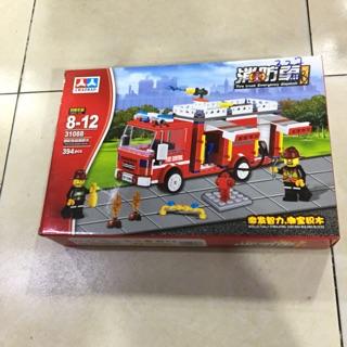 Lego lắp ghép xe Cứu hoả với 394 mảnh ghép