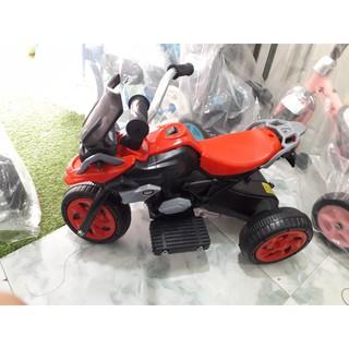 Xe điện trẻ em sạc bình