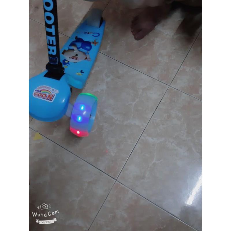 xe scooter cho bé gấp gọn có đèn phát sáng