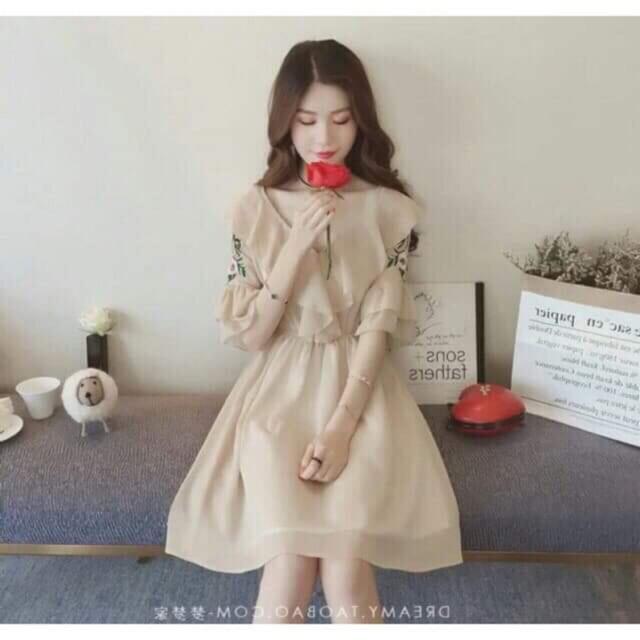 Váy bánh bèo tay loa hàng QC