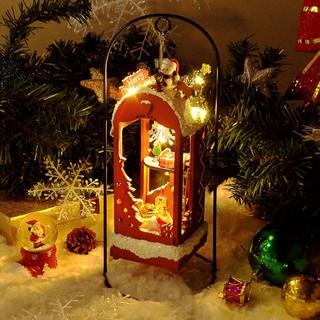 Mô hình gỗ nhà búp bê đèn Noel có khung sắt+keo