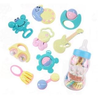 Xúc xắc 9 món của hãng Baby Toys. Sản phẩm gồm nhiều xúc xắc lớn nhỏ sẽ giúp kích thích thính giác, thị giác của bé vừa.