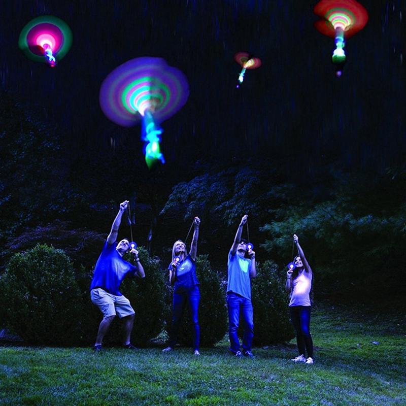 Đồ chơi bắn cánh quạt có đèn LED