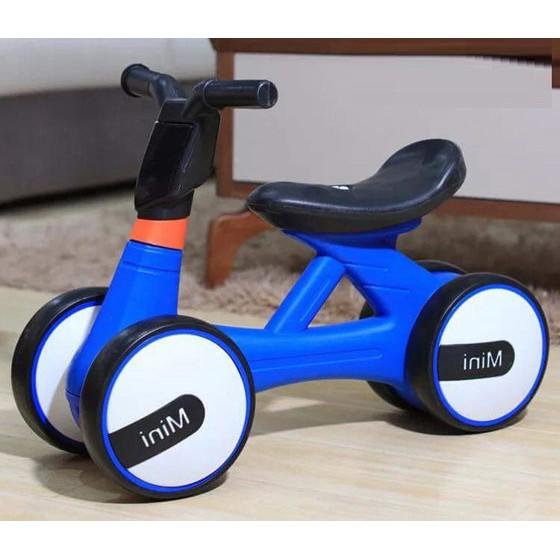 Xe chòi chân có nhạc và đèn cho bé
