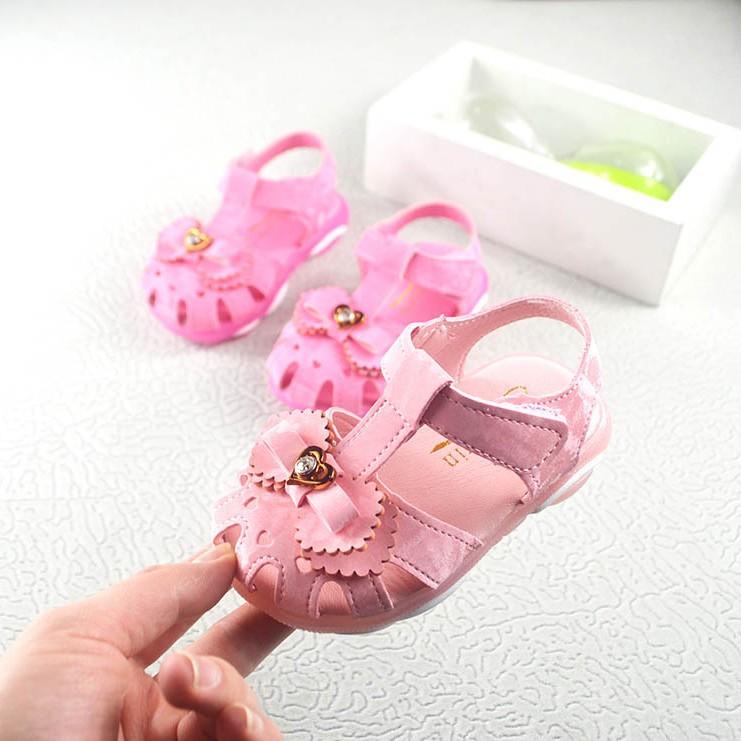 sandal bé gái size 21-25 đèn led độc lạ