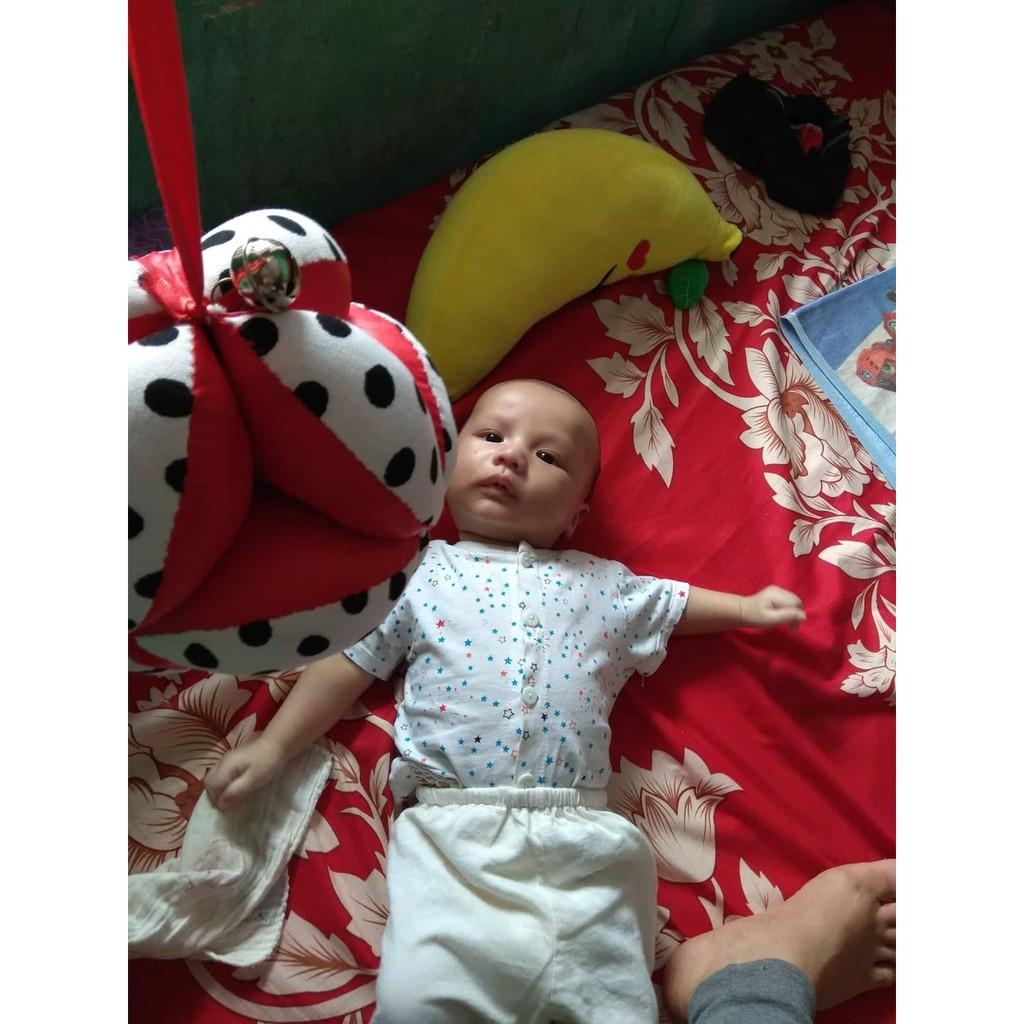 Bóng vải kích thích thị giác kết hợp luyện cơ chân Montessori cho bé 0-6 tháng