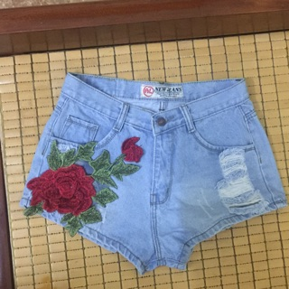 Quần sooc jean nữ thêu hoa hồng