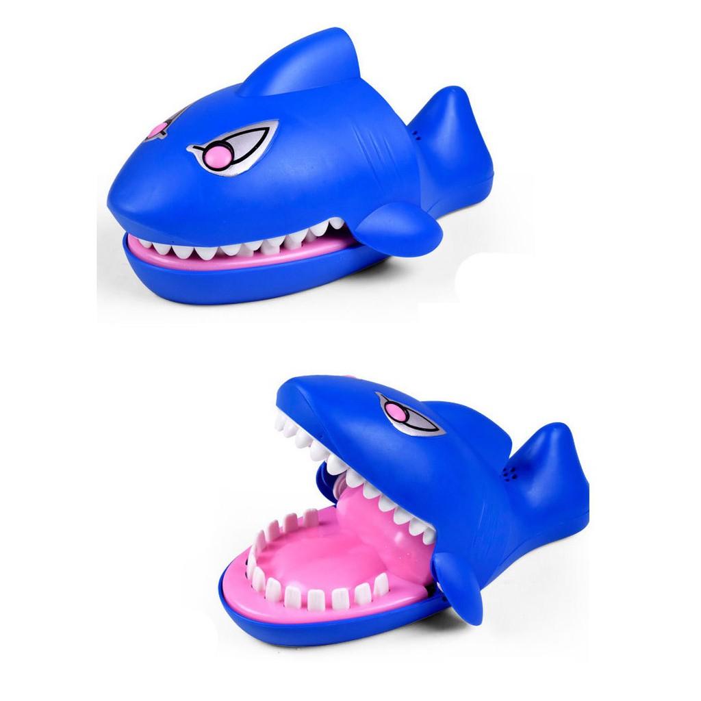 Đồ chơi cá sấu, cá mập, chó bull, khủng long cắn tay vui nhộn hên xui tìm người may mắn...