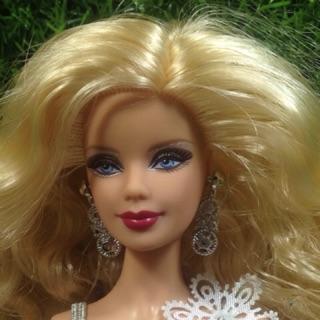 Búp bê barbie holiday không kèm giày