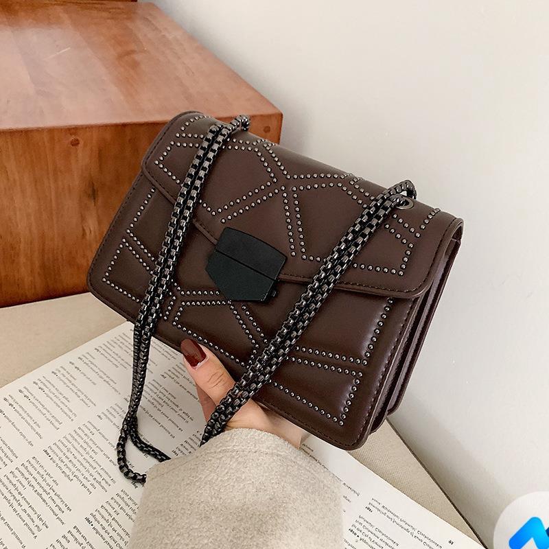 (Hot) Túi đeo chéo trần trám nạm đinh cao cấp NEVA789