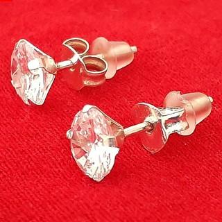 Bông tai nụ đá Bạc Quang Thản thiết kế đeo chốt sát tai đá màu trắng có nhiều size để lựa chọn. thumbnail