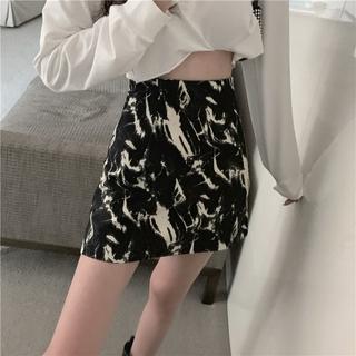 Yêu Thích[Mã CBSBD22B hoàn 15% tối đa 30K xu đơn 99K] Chân váy chữ A in họa tiết độc đáo thời trang quyến rũ cho nữ