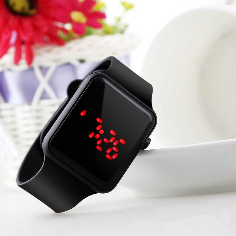 Đồng hồ điện tử mặt vuông có đèn LED dây silicone cho bé