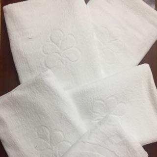 Khăn tắm trắng khách sạn 70x140cm từ 320gr – 500gr