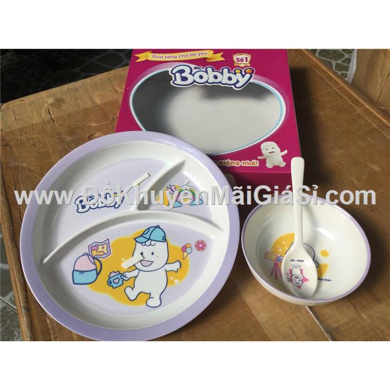 Bộ dụng cụ ăn Bobby 3 món cho bé - Kt hộp: (26 x 26 x 5) cm. - 3300739 , 1010332689 , 322_1010332689 , 26000 , Bo-dung-cu-an-Bobby-3-mon-cho-be-Kt-hop-26-x-26-x-5-cm.-322_1010332689 , shopee.vn , Bộ dụng cụ ăn Bobby 3 món cho bé - Kt hộp: (26 x 26 x 5) cm.