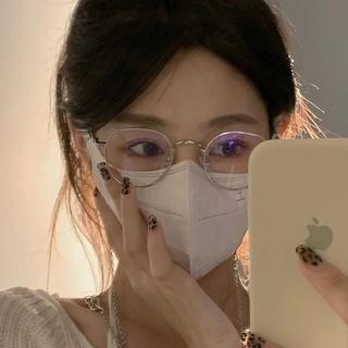 Belibeli Jennie's similar ultralight/flat glasses can block blue light.