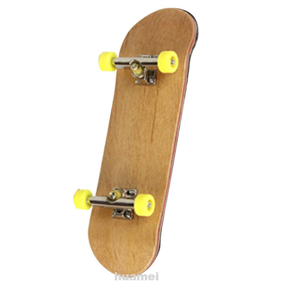 9.7 * 3 cm PU Maple Wood Cute Party Favor Kids Children Mini Fingerboard Key Skate Boarding Toys