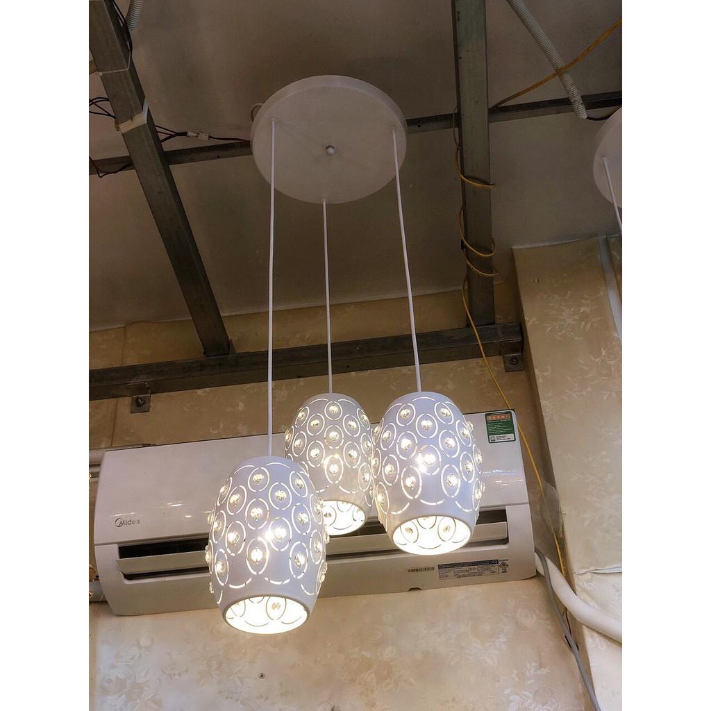 Đen thả FAMTI phong cách hiện đai, sang trọng - kèm bóng LED chuyên dụng.