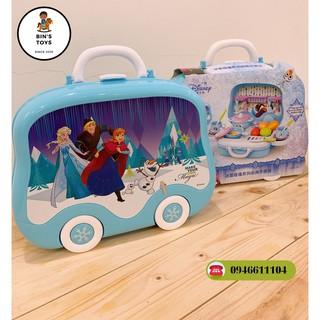 Bộ đồ chơi nấu ăn, trang điểm elsa 2 trong 1 cho bé gái – gập gọn hình vali xe đẩy Có sticker