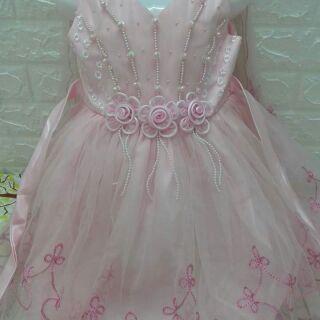 1 Đầm thiết kế công chúa dành cho bé gái đáng yêu xinh lung linh luôn nhé, đầm được thiết kế xinh xắn ngọt ngào dễ thuon