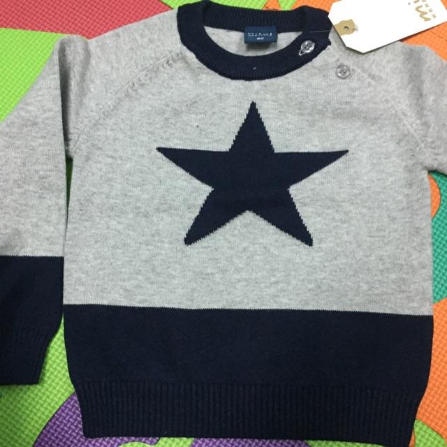 Conbo 2 áo len ngôi sao, 1 áo len cài cúc và 1 bộ đồ chơi gỗ chữ cái cho bé