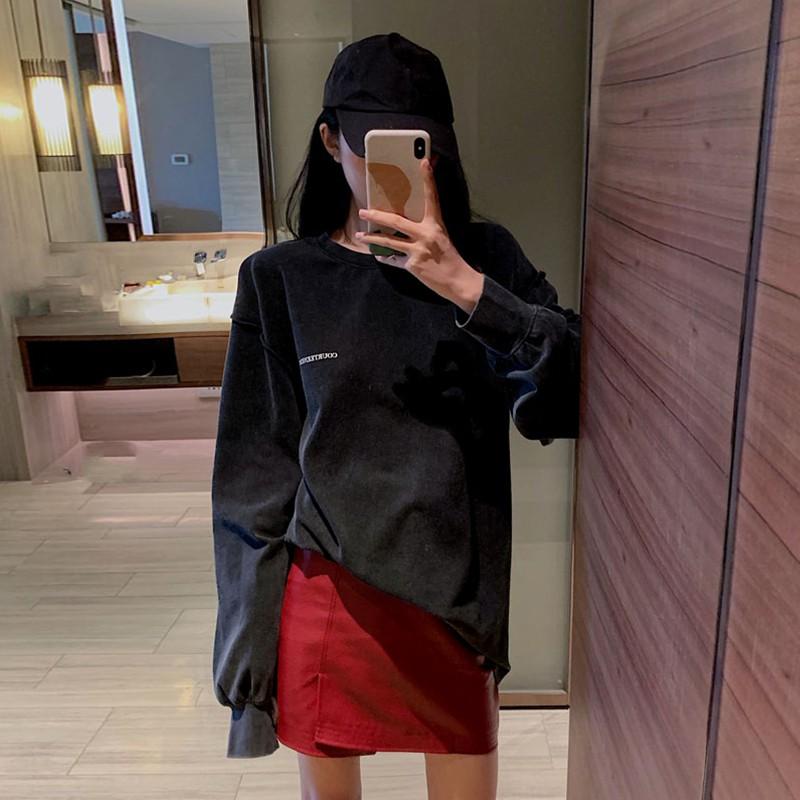 รสชาติฮ่องกง 2019 ฤดูใบไม้ร่วงแขนยาวเสื้อยืดอเนกประสงค์เอวสูงหนัง PU กระโปรงแฟชั่นชุดสูทสองชิ้นน้ำหญิง
