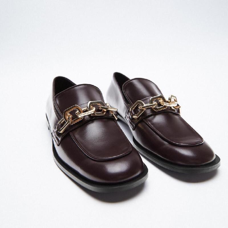 Giày mọi da trơn mũi gắn xích