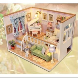 Mô hình nhà gỗ DIY Căn phòng của bé M026 đã bao gồm mica che bụi