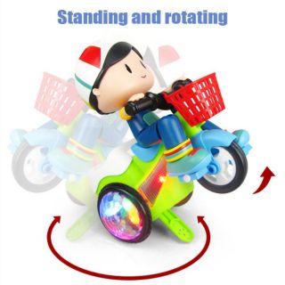 Em bé đạp xe xoay bốc đầu vui nhộn